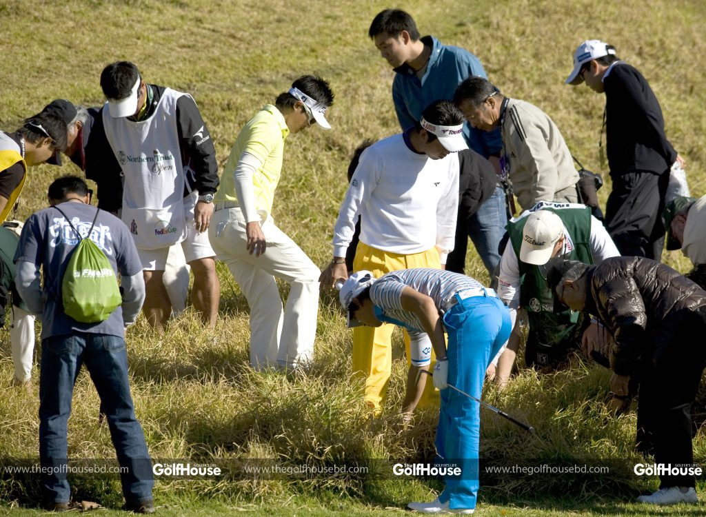 PACIFIC_PALISADES_CA _FEBRUARY_17_Yuta_Ikeda_Ryuji_Imada_and_Ryo_Ishikawa_of_Japan_are_joined_by_others_as_they_search_for_Ishikawa's_ball_in_the_rough_on_the_5th_hole_during_the_first_round_of_the_Northern_Trust_Open_at_the_Riviera_Country_Club_on_February_17_2011_in_Pacific_Palisades._California_(Photo_by_Steve_Dykes/Getty_Images) *** Local_Caption *** Yuta_Ikeda_Ryuji_Imada_Ryo_Ishikawa