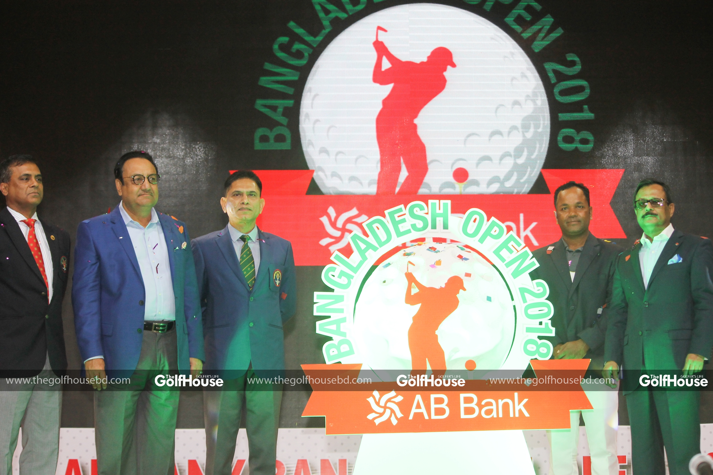 Chief_guest_and_BCB_president_Nazmul_Hassan_papon_(C)_unveils_the_AB_Bank_Bangladesh_Open_trophy_during_a_ceremony_at_the_kurmitola_Golf_Club_recently.